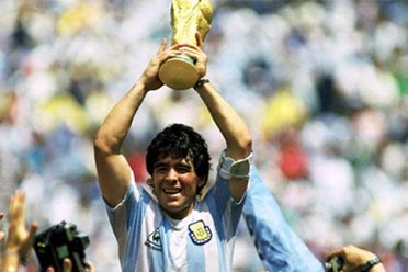 阿根廷球王马拉多纳突发心脏骤停去世 享年60岁!