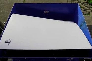 PS5被网友扔进了粉碎机:碾压成渣!画面过于解压?