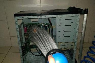 让维修人员傻眼的画面 你清理机箱的方式真别致
