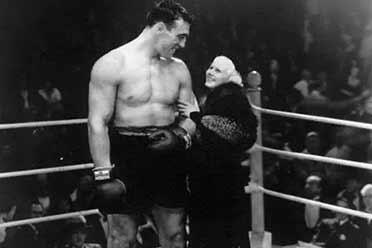 好莱坞首位性感女星拳击台惊艳亮相!珍贵的历史照片