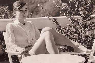 1950年少女赫本美腿修长 娇艳动人!15张珍贵历史照片