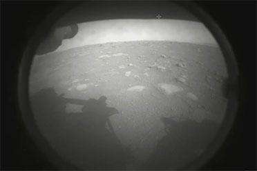 """美国""""毅力""""号火星车成功登陆火星!并传回首张照片"""