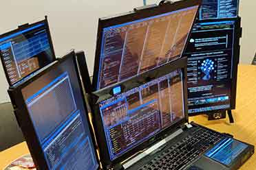 20700刀!Expanscape出品Aurora A7原型机:7块屏幕!