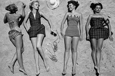 1950年外国少女沙滩大秀性感玉体!15张珍贵历史照片