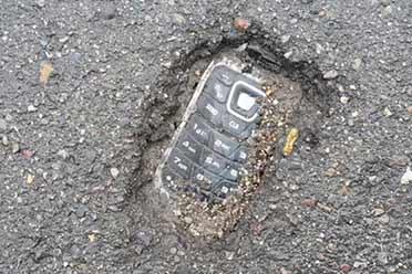 诺基亚手机多年不用竟变成了化石?网友分享神奇的照片