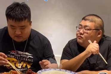 把自己给吃死的大胃王究竟是给谁上了一堂课?