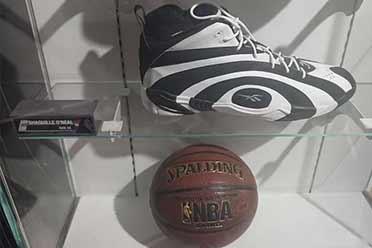 NBA奥尼尔58码篮球鞋能装下篮球?让人惊奇的巨大事物
