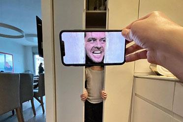 """小心衣柜里的""""杀人鬼""""!手机图片视错觉拼图欣赏"""