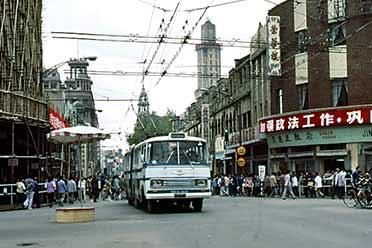 1983年的上海南京东路熙熙攘攘!珍贵的上海老照片