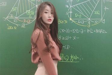 翘臀引发遐想!韩国仙女级别数学老师Ssong美照赏