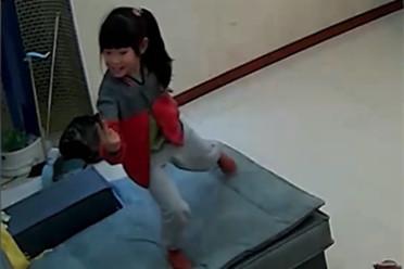 五一巨婴式调休招小学生嫌 视频自编自唱吐槽走红