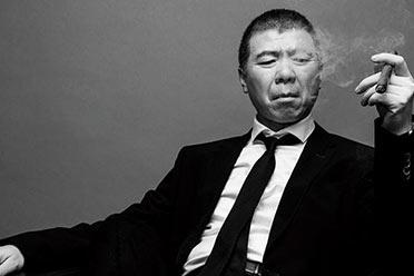 郑爽被查之际,冯小刚与华谊对赌协议曝光:赔偿2.3亿!