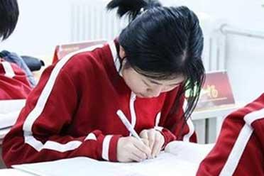 高考语文淘汰15%考生有失公平?语文教科书总主编回应