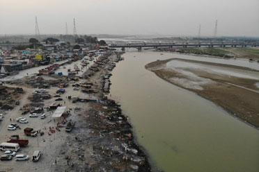 恒河不断出现疑似病患浮尸!印度官员回应:河葬习俗