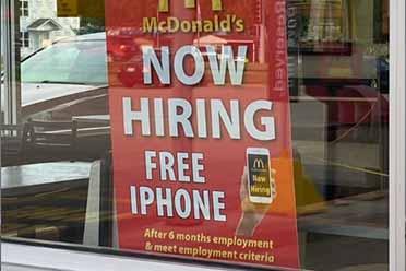 麦当劳为招聘出新招!工作满6个月将获得免费iPhone