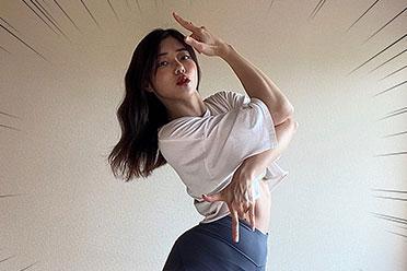 """奇迹的body!正妹Coser""""桃兎もも""""完美还原jojo立"""