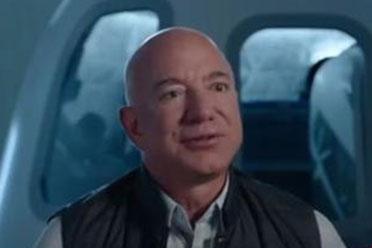 亚马逊CEO贝索斯宣布7月飞往太空 带弟弟一起上天!