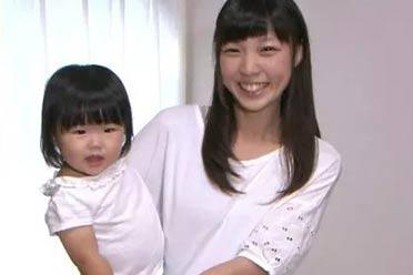 高中就当爸妈了?日本一对高中生夫妇让人目瞪口呆
