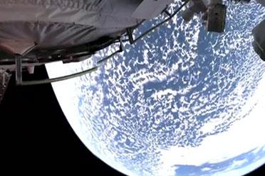 中国航天员首次出舱!刘伯明出舱后感叹太漂亮了
