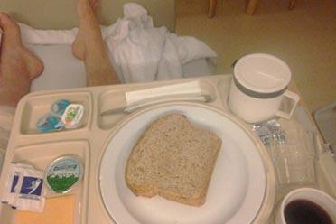 网友分享在医院里吃到最难吃的食物:中国食堂yyds!
