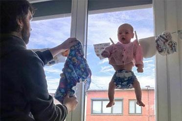 聪明的人总是能两件事一起做!沙雕奶爸教你如何带娃