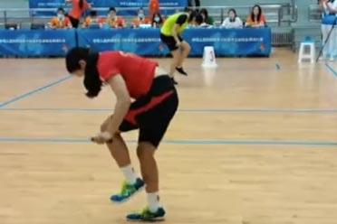 快到模糊!17岁山东女孩1秒跳绳7.3次:打破世界纪录!