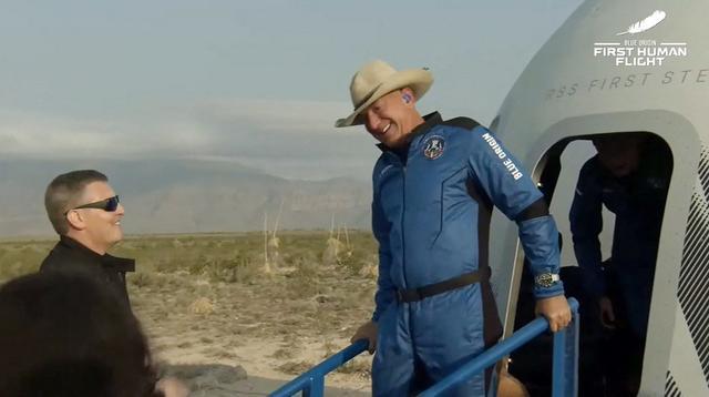 亚马逊创始人贝索斯上太空 十分钟太空之旅现已出舱