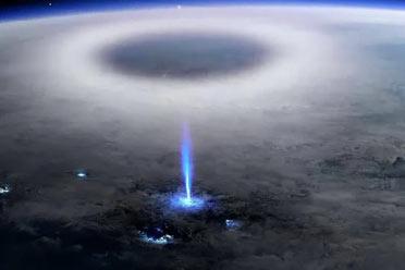 """国际空间站捕捉""""颠倒闪电"""":威力巨大!大喷气式飞机"""