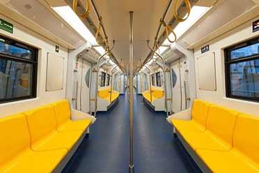 上海地铁内一女子手机外放声音:乘客劝阻反被辱骂!