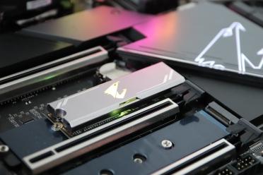这块主板白送性能!技嘉超级雕Z590大师级性能提升!