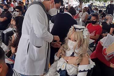 国外靠游戏宣传打疫苗 《原神》玩家穿芭芭拉服装接种