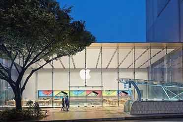 iPhone 13今日正式开售:日本零售店门口出现排队长龙