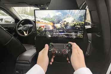在车上也能玩PS游戏主机 论便携屏的奇葩用法
