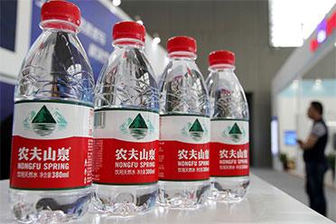 农夫山泉回应未开封瓶装水有蛆:不可能有虫卵已报警