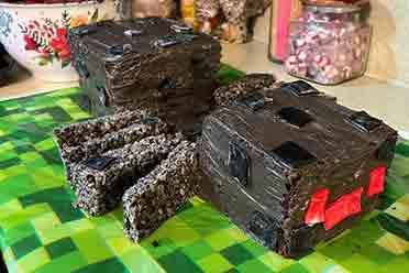 这真的下得了口吗?阿姨为侄女制作《MC》蜘蛛外形蛋糕