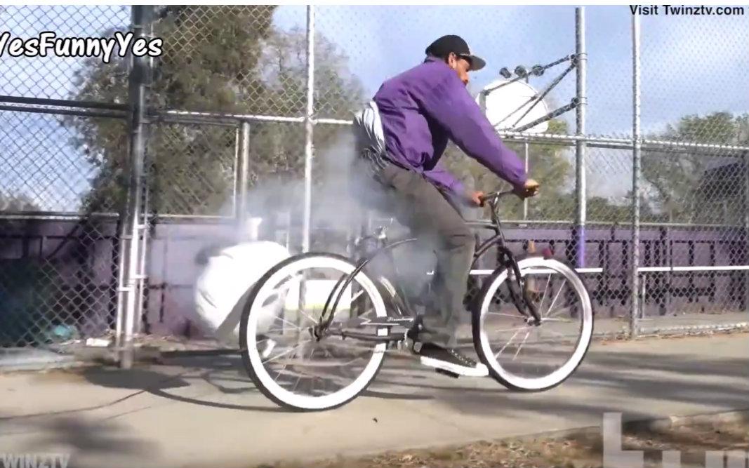 [搞笑恶作剧] 蛋都碎了,爆炸气囊自行车 (Exploding Bike Prank)