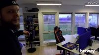 【游侠网】《CS:GO》NiP Gaming战队训练室竟有财神爷