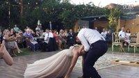 国外婚礼上的第一支舞新娘对新郎魔咒震撼在场观众