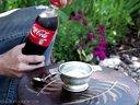 老外的新奇方法-用可乐做成可乐冰砂
