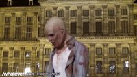 【OMG!笑吧】午夜惊魂!僵尸现身阿姆斯特丹吓坏路人甲