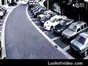 【游侠视频站】实拍战斗民族女司机碉堡的停车技术!太赞