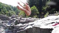 世界真奇妙!勇士跳水挑战峭壁跳台