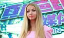 俄罗斯美女艺人高调整形打造真人芭比挑战柳岩