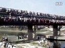【奇趣视界】火车开挂无极限!印度是个开挂的国度.....