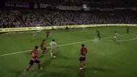 《FIFA 18》后脚跟磕球过人演示视频