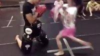 献上我的膝盖!萝莉拳击手攻击值爆表