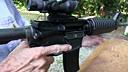 看着好爽!米国老头M16步枪打西瓜